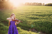 Beautiful girl with violin — Stock Photo