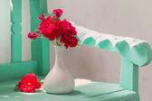 Rose rosse in vaso — Foto Stock