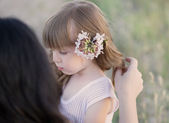 Portrait  daughter and mom at the outdoor — Stockfoto