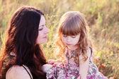 Мать и дочь Открытый — Стоковое фото