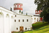 Musketeers at Sentry Naprudnom tower of Novodevichy Convent, Mos — Stock Photo