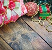 Juldekorationer och presenter — Stockfoto