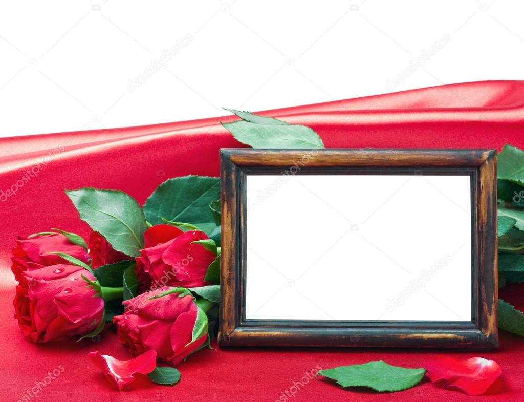 Red roses and white card with a place for a congratulatory text on a wooden table — Stock Photo #17187389