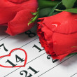 Roses lay on the calendar with the date of February 14 Valentin — Stock Photo #17686165
