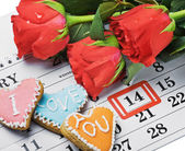 Roses lay on the calendar with the date of February 14 Valentintext — Stock Photo