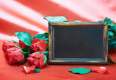 Red roses and gift for Valentine — Stock Photo