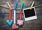 Valentine cookies and picture frame hanging — Stock Photo