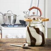 Gebissen sandwich mit schokoladenmasse — Stockfoto