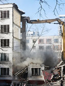 Demolition of dilapidated and old apartment building — Foto de Stock