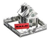 Casa feita de dinheiro com um sinal de venda — Foto Stock