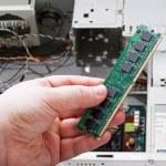 Hands holding PC RAM — Stock Photo
