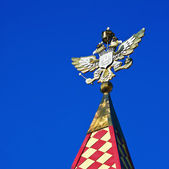 Gold-plated double-headed eagle on the tower Izmailovo Kremlin, — Stock Photo