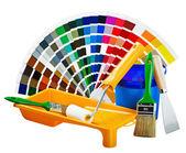 Plástico puede con pintura, rodillo, pinceles — Foto de Stock