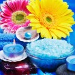 Spa products and gerbera flowers — Stock Photo