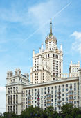 Building Kotelnicheskya embankment in Moscow — Stock Photo