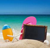 Lavagna sulla sabbia e altre cose — Foto Stock