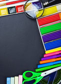 School supplies to the chalkboard — Stock Photo