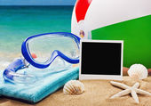 Beach accessories on a background of sea — Foto Stock