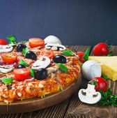 Pizza with mushrooms and cheese — Stock Photo