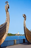 Swedish ancient castle in the background of Drakkar Viking in Vy — Stock Photo