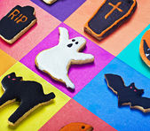 Halloween cookies on a colored background — Stock Photo