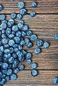 Blueberries on a wooden table background — 图库照片