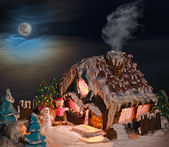Gingerbread house Christmas decorations for the holiday — 图库照片