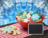 Christmas gingerbread cookies and a blackboard with congratulati — Stock Photo
