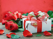 Red roses and gift box for birthday, valentine, anniversary — Stock Photo