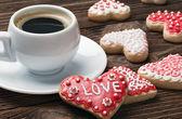 Cozido no dia dos namorados e uma xícara de café — Foto Stock