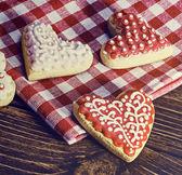 Biscoitos assados de dia dos namorados em forma de coração. imagem enfraquecida — Fotografia Stock