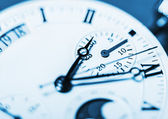Arrows mechanical Clock. Very shallow depth of field and Focus o — Stok fotoğraf