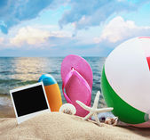 Beach accessories and photos on the memory   — Stock Photo