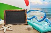 Quadro-negro e coisas para a praia — Foto Stock
