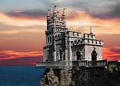 Swallow's Nest in Crimea at sunset — Stock Photo