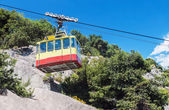 Ropeway leading into the mountains — Stock Photo