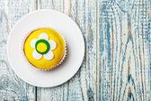 Cupcake mit blumendekoration — Stockfoto