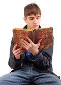 Kniha čtení studentských — Stock fotografie