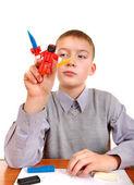 Pojke leker med modellera — Stockfoto