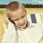 Kid with Cellphone outdoor — Stock Photo