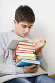 Teenager reads a Books — Stockfoto