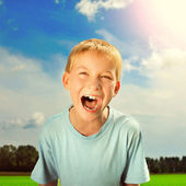 Kid screaming outdoor — Stock Photo