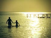 母と海の息子 — ストック写真