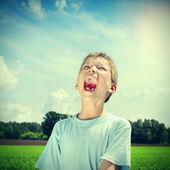 Happy Kid screaming outdoor — Stock Photo