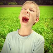 Kid screaming outdoor — Stock Photo