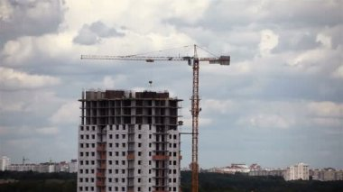 Operating cranes at the construction of a house. time lapse — Stock Video