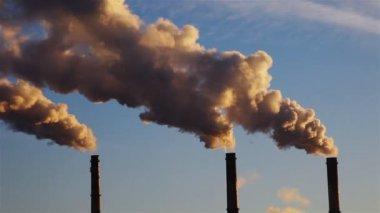 Thermal power plant, smoke — Stock Video