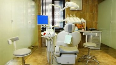 Dentist office with dental chair — Stock Video