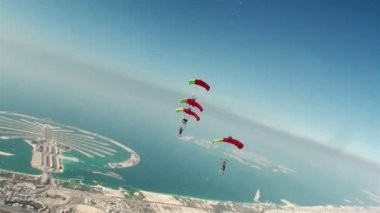 Skydiving. a group of paratroopers perform sporty element — Stock Video