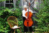Weibliche cellist. — Stockfoto